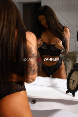 Hlima call girl in DuBois & tantra massage