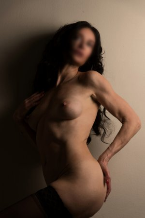 Ernestine escort girl & thai massage