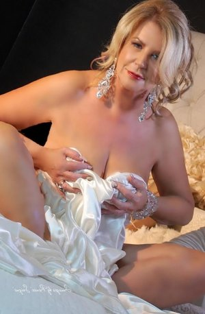 Flossie tantra massage and call girl