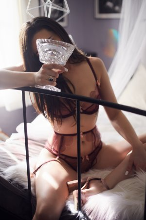 Lauryanna live escort in Jefferson City Missouri & thai massage