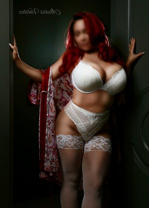 Naëllya escort girl in London OH and nuru massage