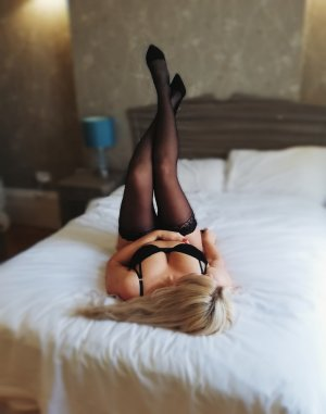 Eleanor thai massage & live escort